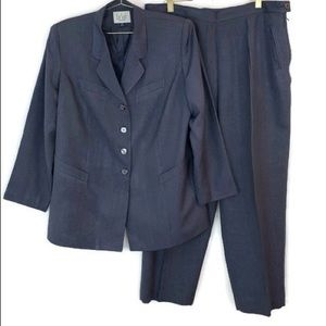 Le Suit Woman Navy Blue & White Pinstripe Pantsuit
